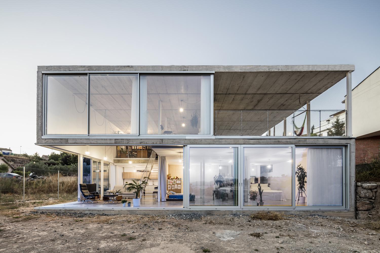 Casa minimalista en calders subvenio blog subvenio for Casa minimalista en